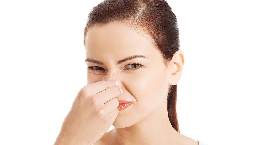 почему пахнет из интимной зоны